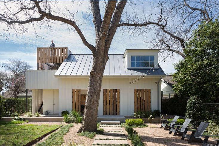 clarksville-backyard-back-alley-garage-gardenista