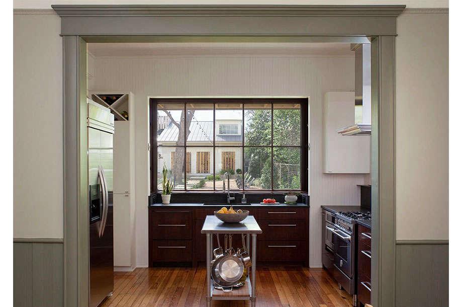 clarksville-kitchen-windows-outbuilding-garage-gardenista-2