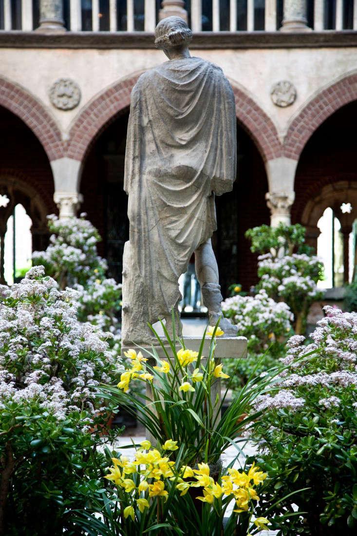 courtyard-3-isabella-stewart-gardener-museum-gardenista