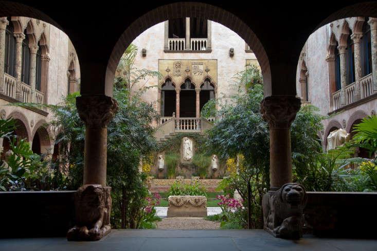courtyard-5-isabella-stewart-gardener-museum-gardenista
