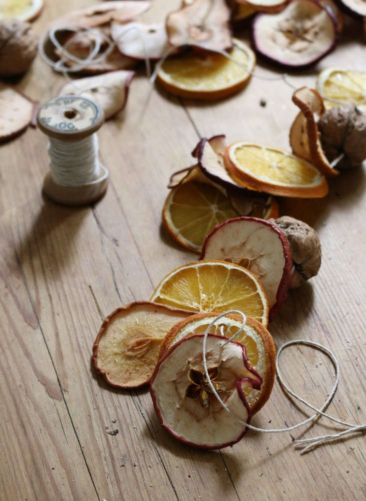 Erin strives for an old-time aesthetic with herDIY: A Dried Fruit Garland. &#8
