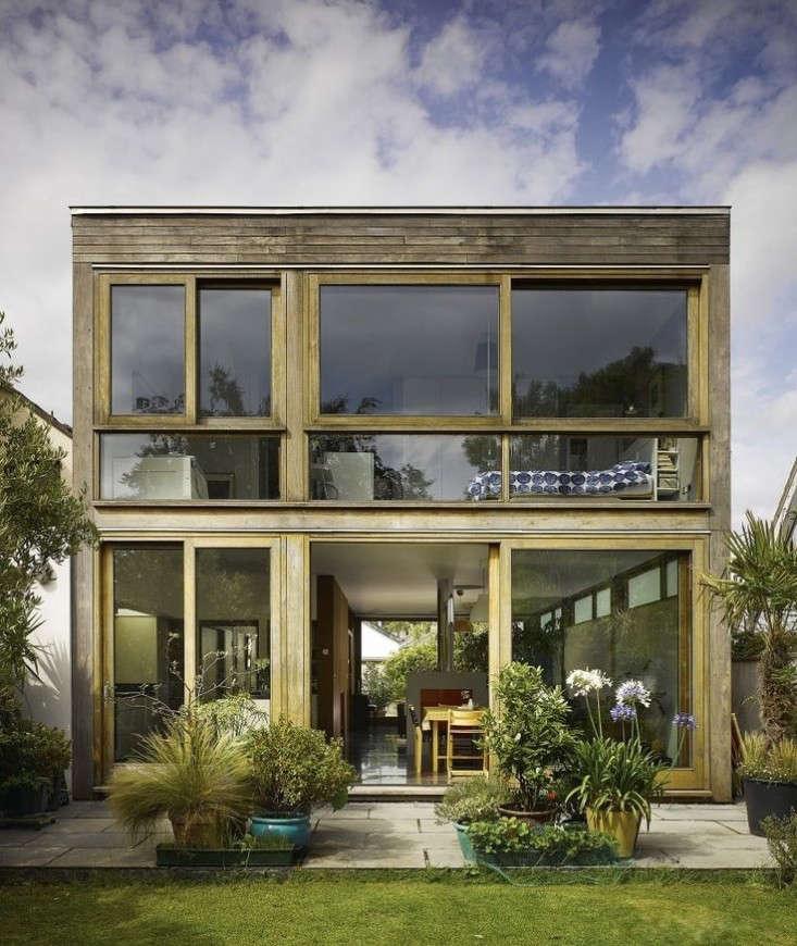 dublin-backyard-indoor-outdoor-garden-house-john-mclaughlin-gardenista.jpg