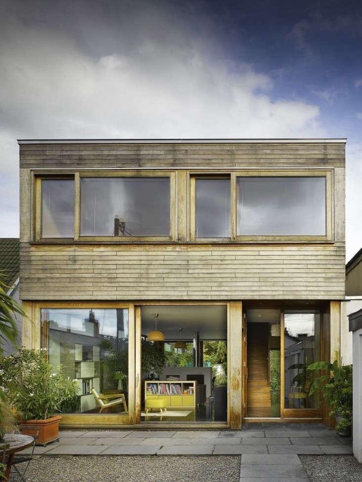 dublin-front-facade-indoor-outdoor-garden-house-john-mclaughlin-gardenista.jpg