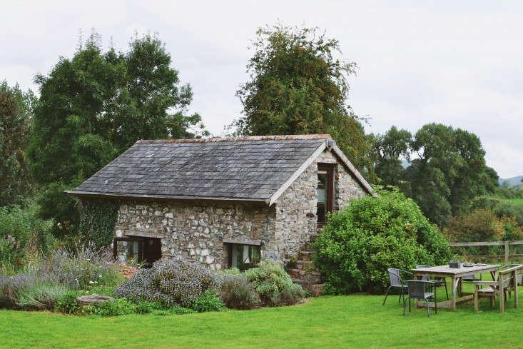 erica-vanhorn-garden-ireland-rincy-koshy-gardenista-1
