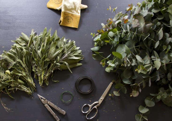 eucalyptus-and-sage-wreath-erin-boyle-gardenista-2