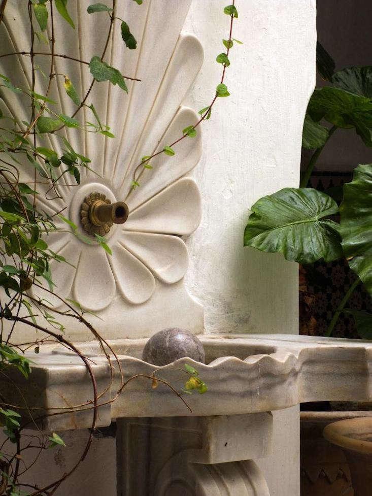 fountain-hotel-pinus-courtyard-gardenista