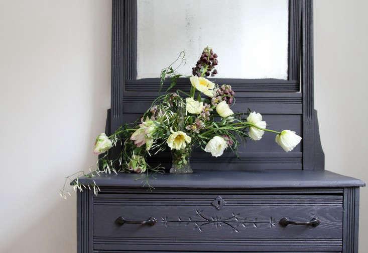 jamess-daughter-flowers-dresser-mirror-erin-boyle-gardenista