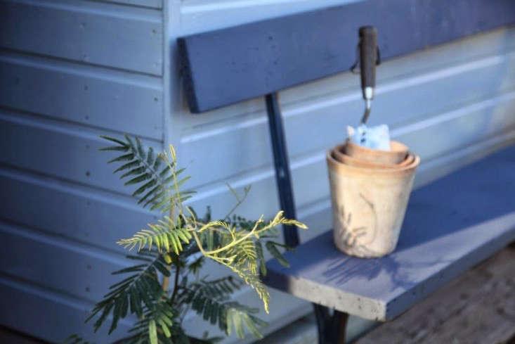 junkaholique-shed-8-artemis-russell-gardenista