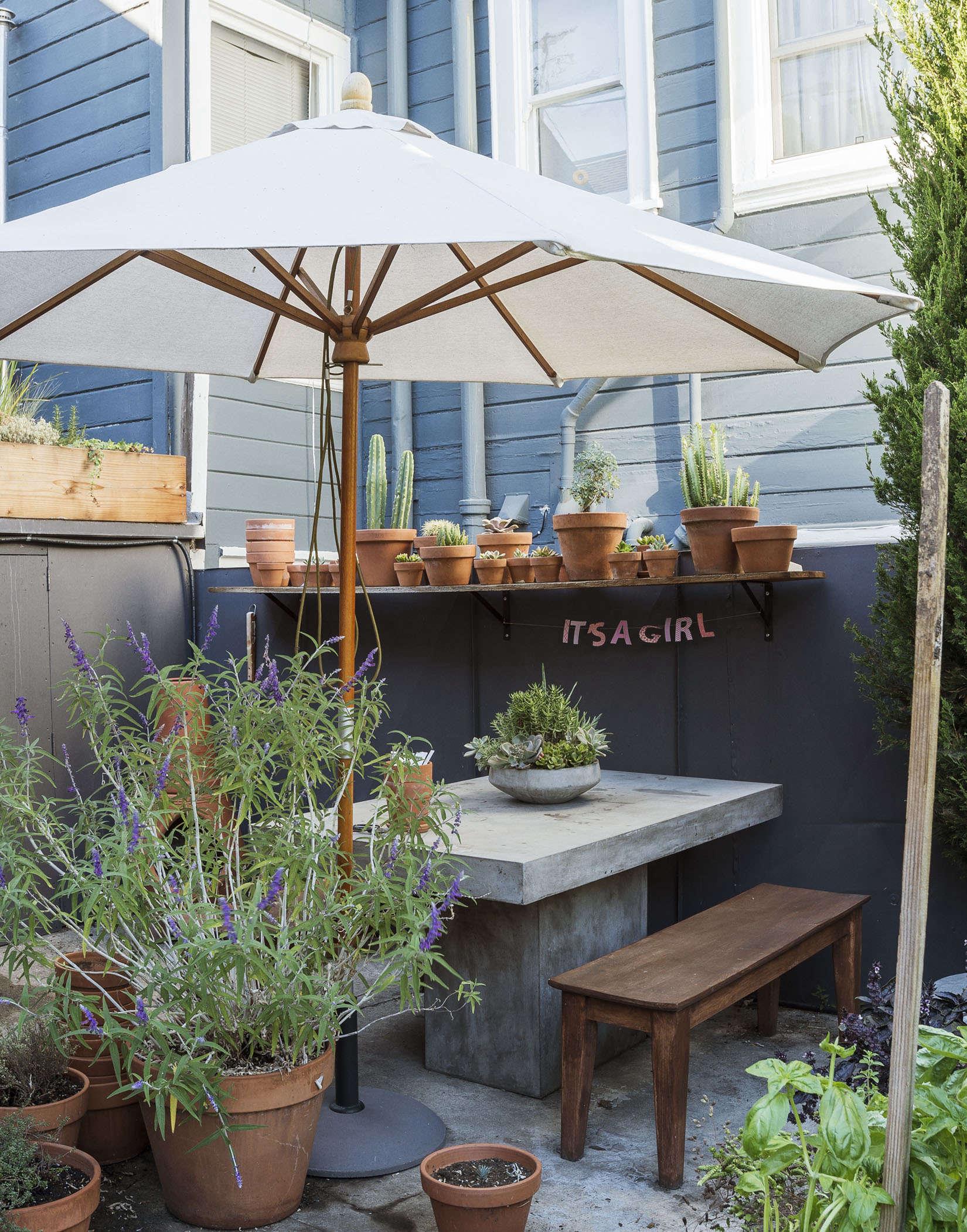 klein-garden-mission-san-francisco-gardenista-dining-table-umbrella