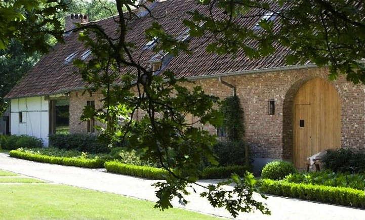 moka-vanille-before-after-belgium-farmhouse-gardenista