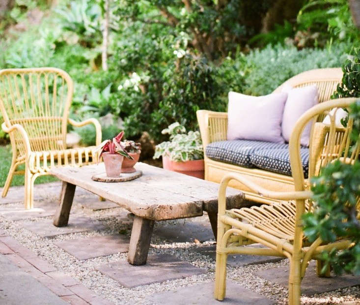Garden Visit: At Home with Jeweler Kathleen Whitaker in LA. Match pea gravel&#8