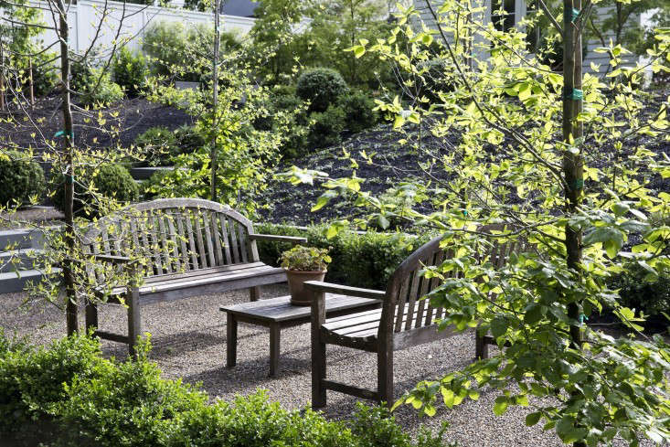 pea-gravel-patio-architect-visit-barbara-chambers-garden-mill-valley-21-gardenista
