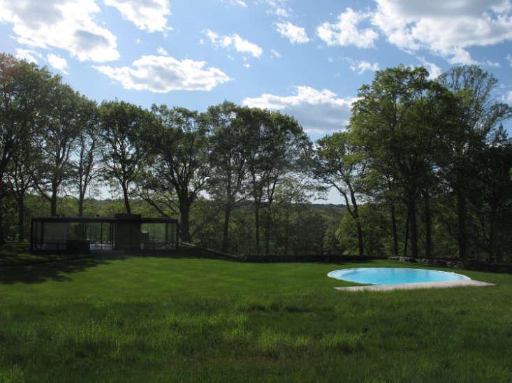 philip-johnson-glass-house-pool-gardenista