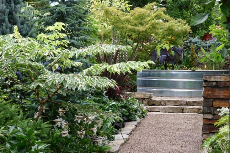 rehab-diary-eugene-oregon-garden-wall-galvanized-trough-planter-gravel-path-maples-dogwoods-gardenista