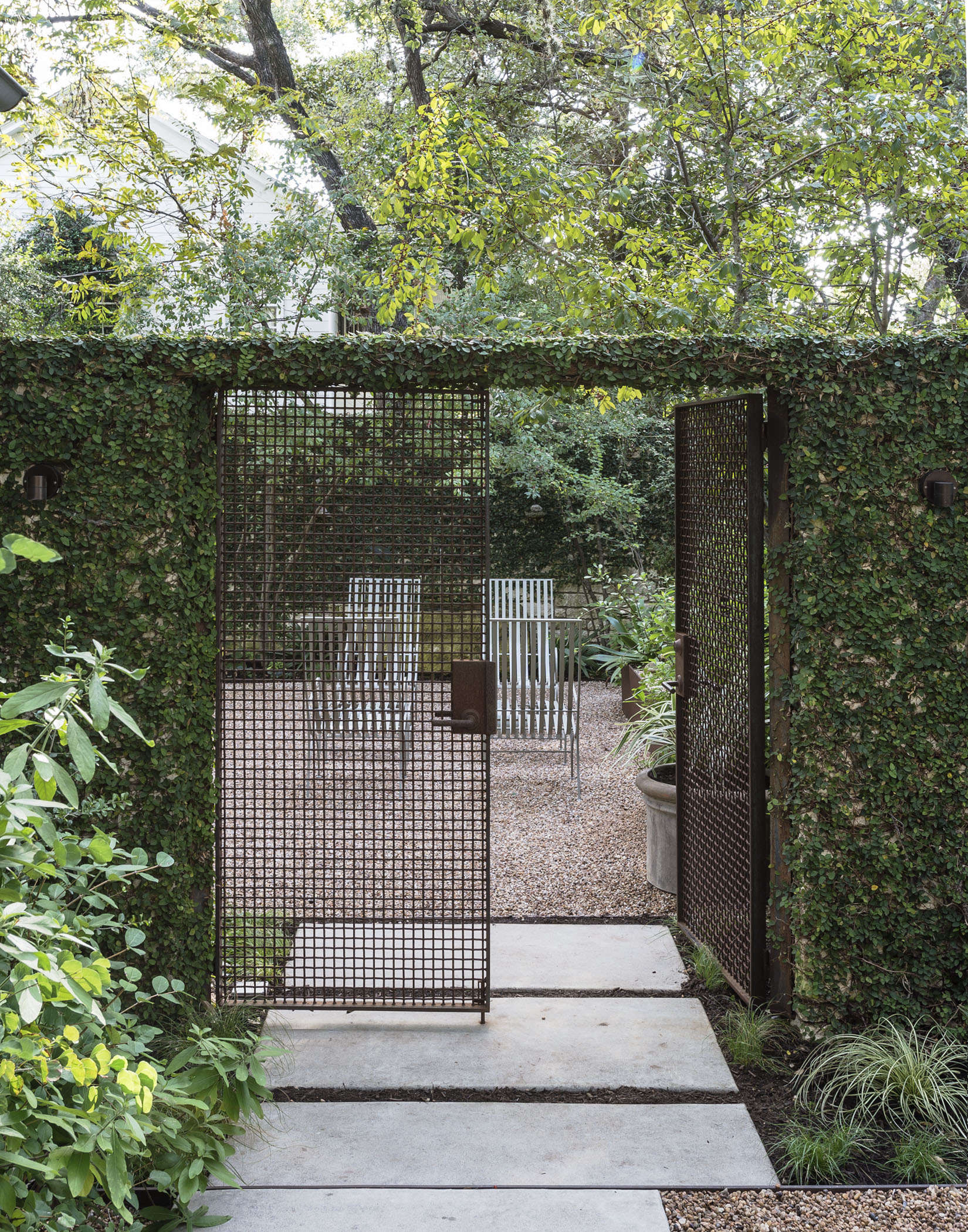 Another gate at Ten Eyck&#8\2\16;s Austin house. Photograph by Matthew Williams for Gardenista.