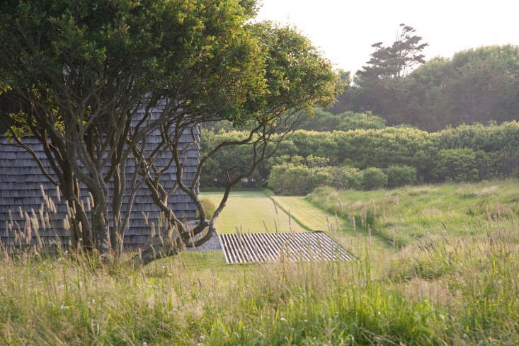 &#8\2\20;The landscape appears very natural, hosting a rich ecosystems of indigenous flora and fauna,&#8\2\2\1; say the architects. &#8\2\20;However, exception is taken at the entry garden, where the meadow gives way to a rectangular mowed green, set squarely against the house and natural landscape. This contrasting space serves to highlight the effect of refinement as one enters the home.&#8\2\2\1;