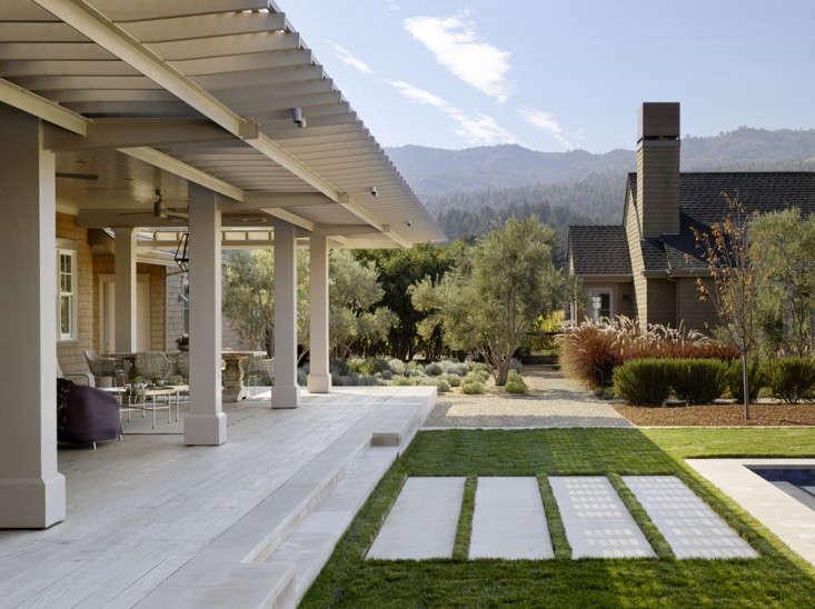 scott-lewis-vineyard-retreat-grasses-northern-california-7-gardenista