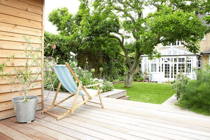 An outbuilding gets its own outdoor dining space in this small backyard. Photograph courtesy ofLight Locations, from Outbuilding of the Week: A Tiny Summerhouse in South London.