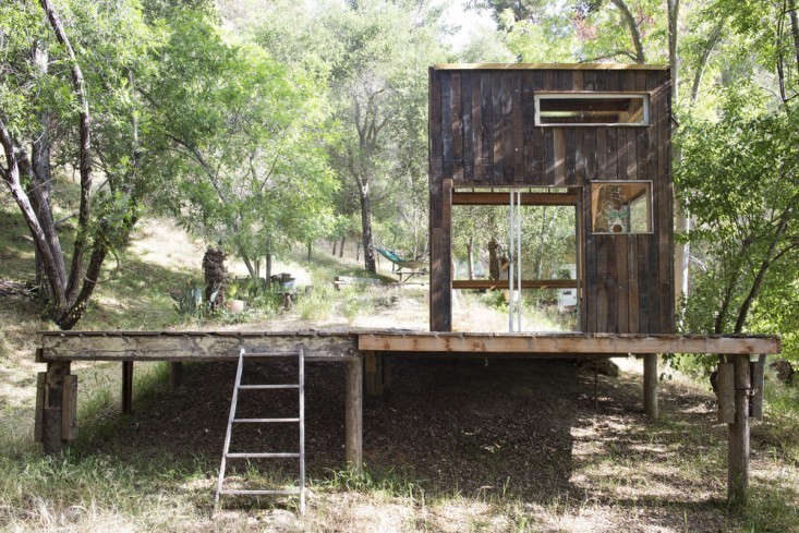 Photograph courtesy of Mason St. Peter. For more of this raised deck (including construction photos), see Outbuilding of the Week: A Bohemian Surf Shack in Topanga Canyon.