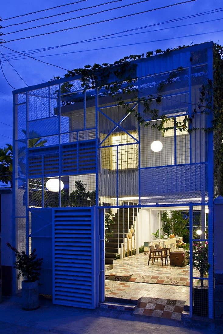 tiled-courtyard-garden-vietnam-a21studio-dusk-gardenista