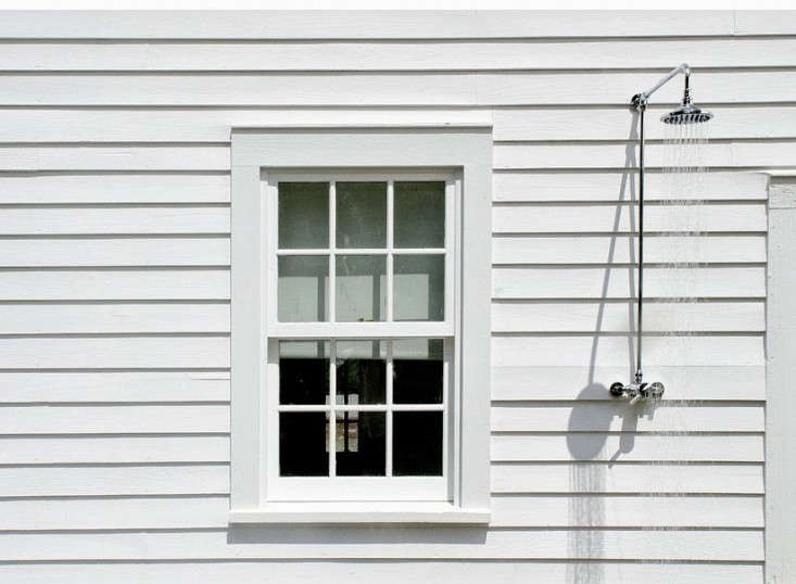 An outdoor shower on the facade of a farmhouse in New York, designed byarchitectural designer and builder Tom Givone, offers easy access.Tour more of this Floating Farmhouse in Upstate New York. Photography via Givone Home.