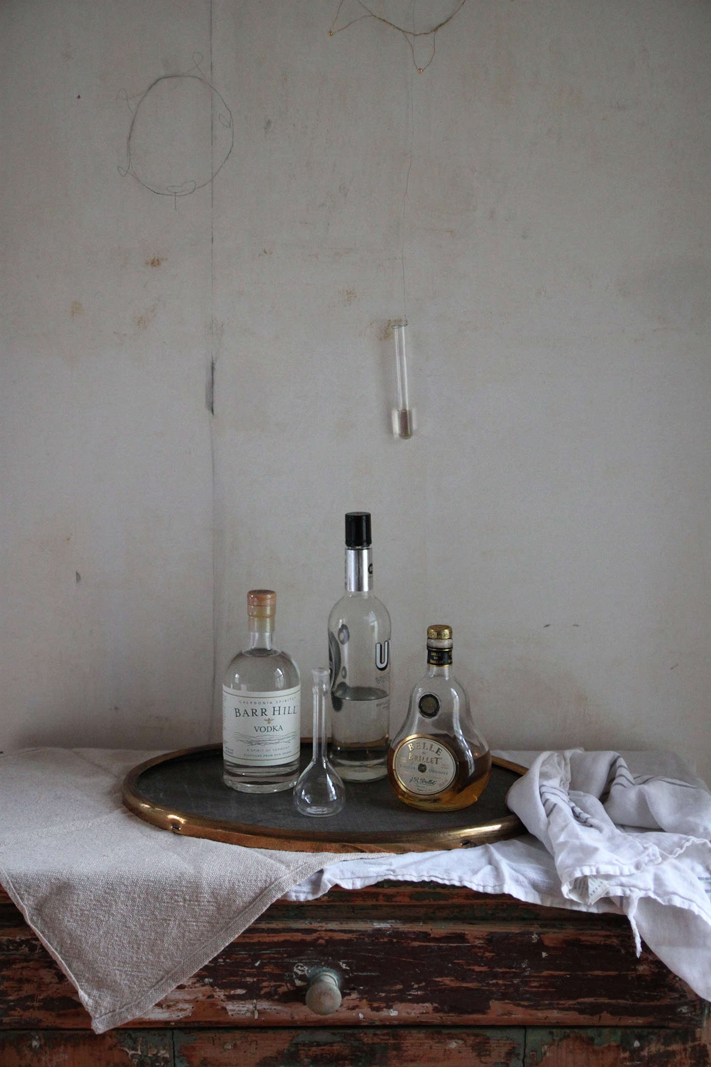 Halloween%20table%20with%20Black%20Leaves%2C%20bar%2C%20by%20Justine%20Hand%20for%20Remodelista