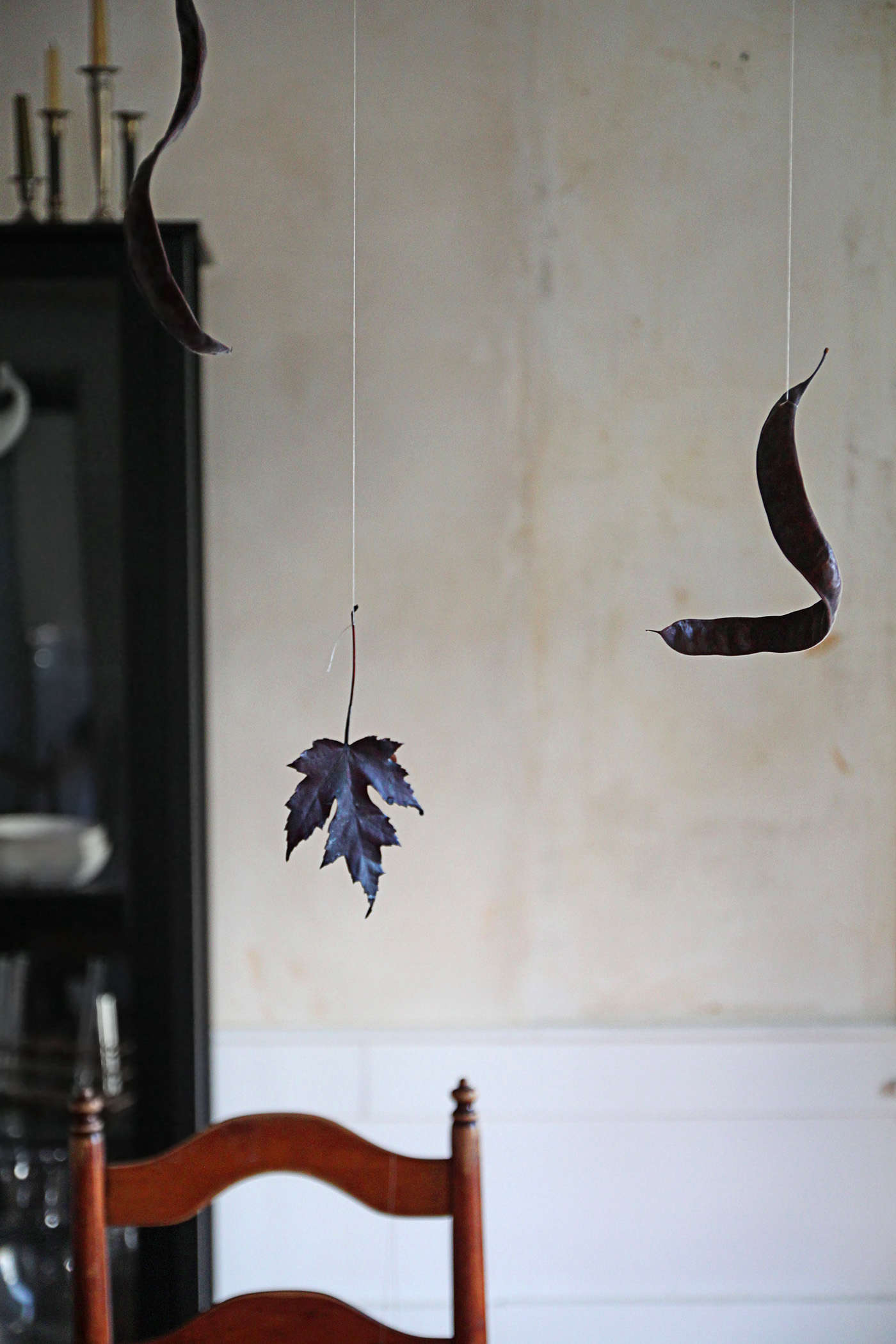 Halloween%20table%20with%20Black%20Leaves%2C%20first%20few%2C%20by%20Justine%20Hand%20for%20Remodelista.jpg