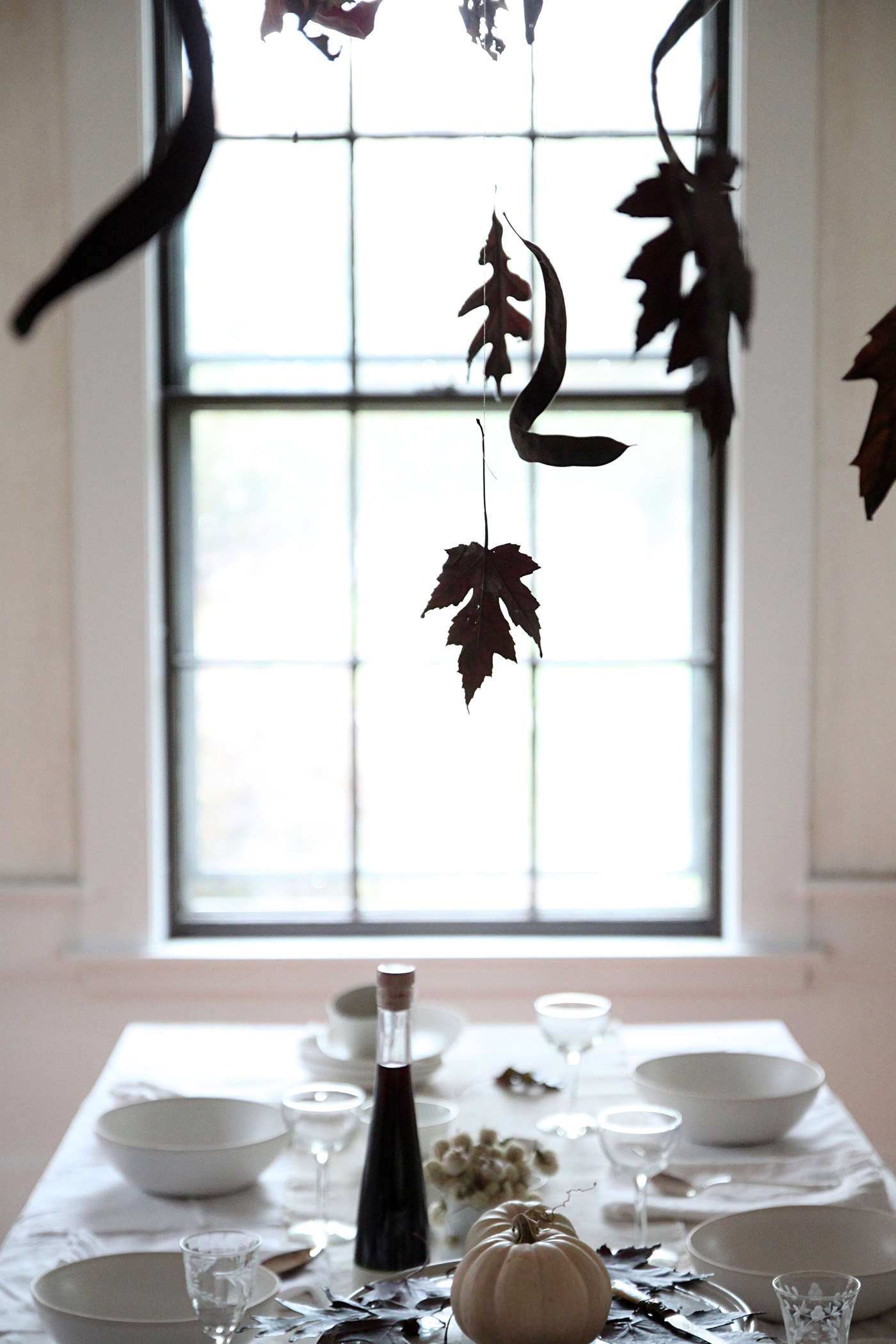 Halloween%20table%20with%20Black%20Leaves%2C%20leaf%20silhouettes%2C%20by%20Justine%20Hand%20for%20Remodelista
