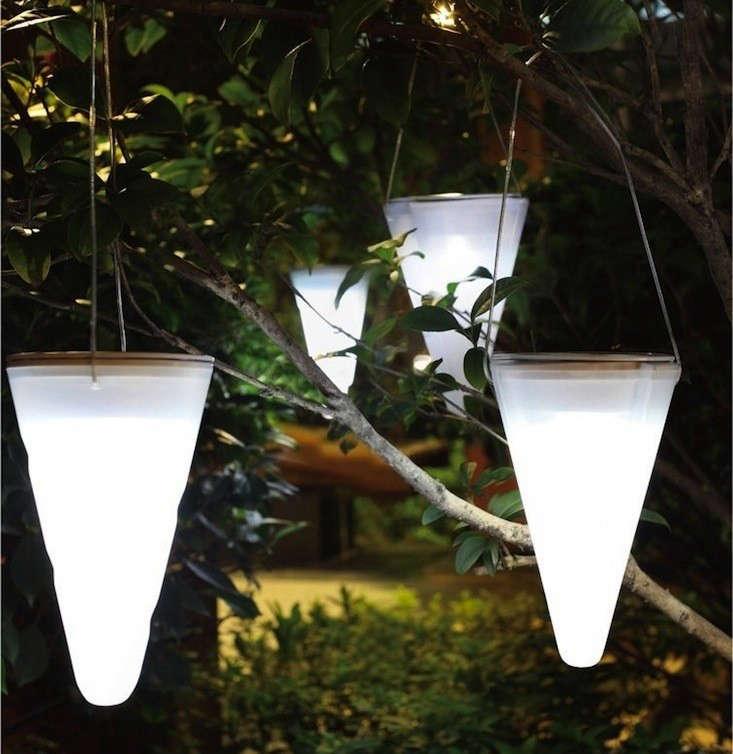 Hanging-Solar-Garden-Light-Cornet-Gardenista