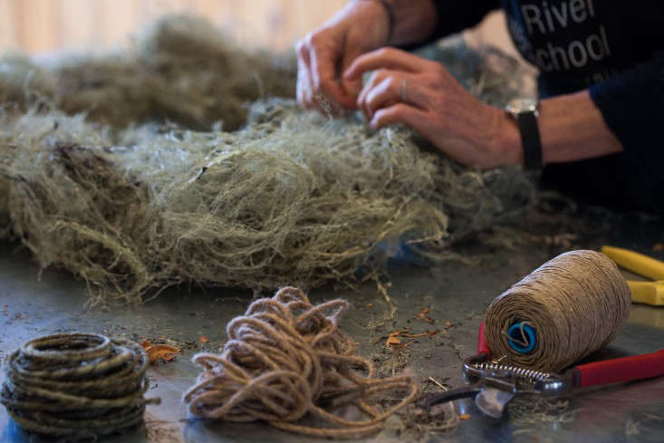 Make sure to tie tight knots and to space the twine ties in regular intervals all around the wreath.