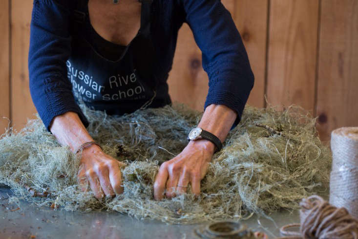 Crimp the wreath to make sure it is the same thickness all the way around. To even it out, you can knead it a bit like bread. If it looks light or patchy in any spots, tuck in some more Old Man&#8