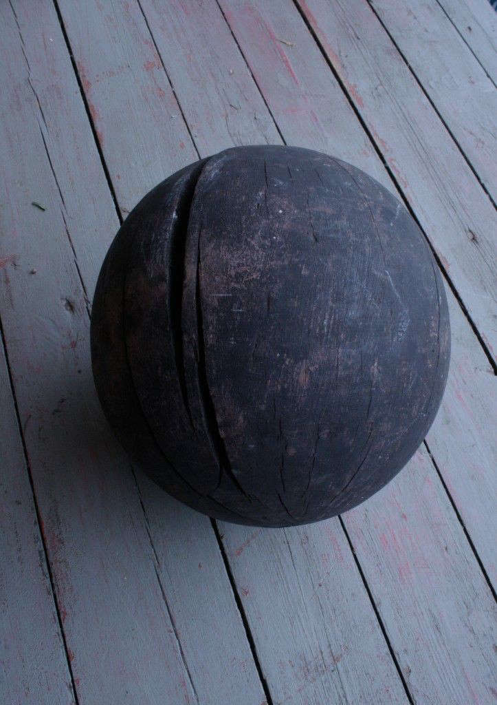 Vintage-wooden-ball-from-Agapanthus-Interiors-Gardenista