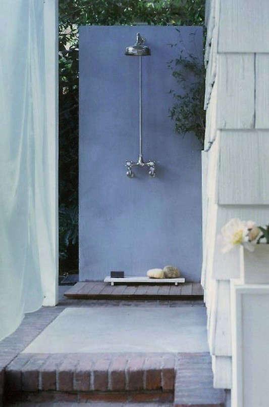 Outdoor showers LA Michaela Scherrer