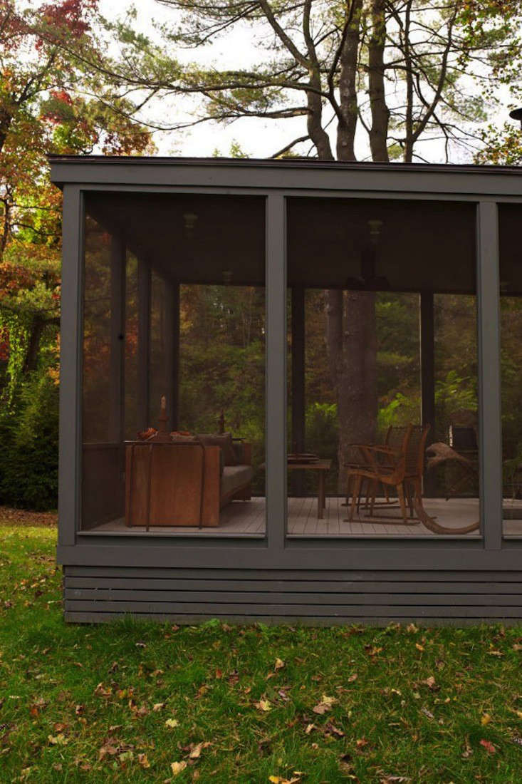 tsao-mckown-architects-farmhouse-screened-porch-remodelista-2