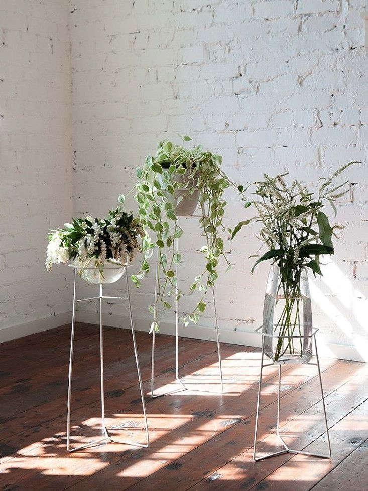 white-wire-plant-stands-gardenista