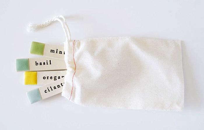 700_paulova-garden-labels-in-bag