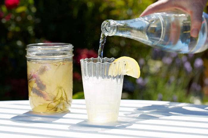 700_edible-flower-pour-lavender-soda-5