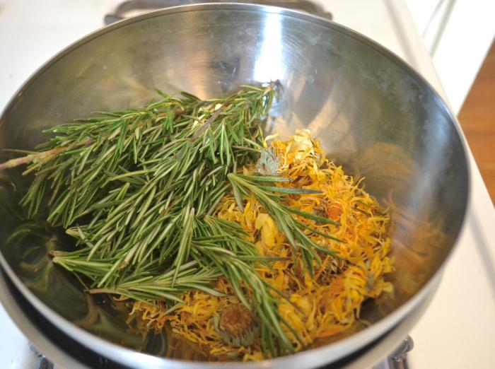 Add the rosemary, calendula, and catnip to the top bowl and cover with enough olive and coconut oil to completely submerge the herbs.