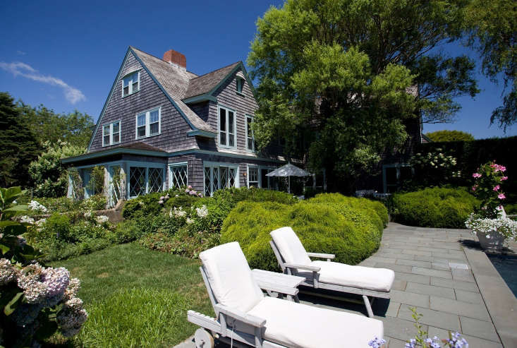 Quinn and Bradlee entertained frequently, hosting summer parties and fundraisers. Bradlee liked to tell tales of the ghosts of Grey Gardens–its previous owners–and of the restoration process and architectural details that the couple retained.