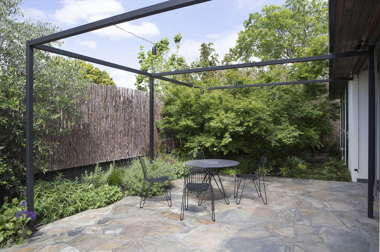 grounded-gardens-steel-pergola-melbourne-australia