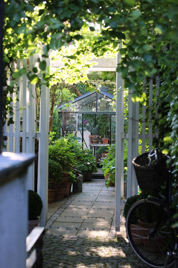 For more, see Garden Visit: Mette Krull&#8\2\17;s Danish Greenhouse.