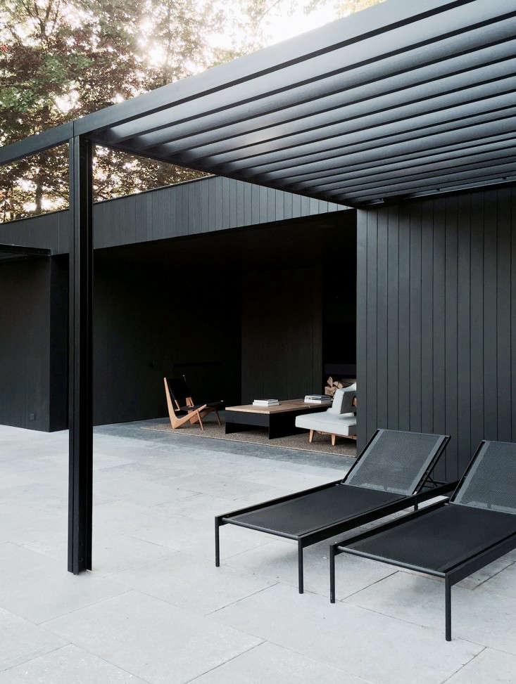 COPP_POOLHOUSE_Merckx_black_tmber_facade_steel_pergola_chaise_loungers_patio_terrace_Gardenista