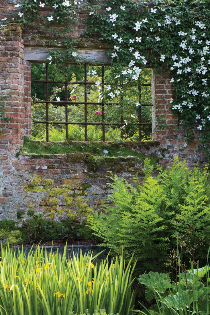 Sissinghurst-Jonathan-Buckley-photo-window
