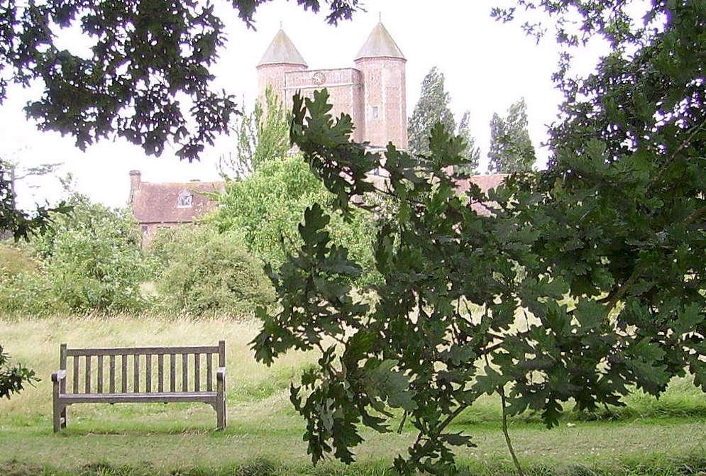 sissinghurst-castle-mown-path-bench-immanuel-giel-wikimedia