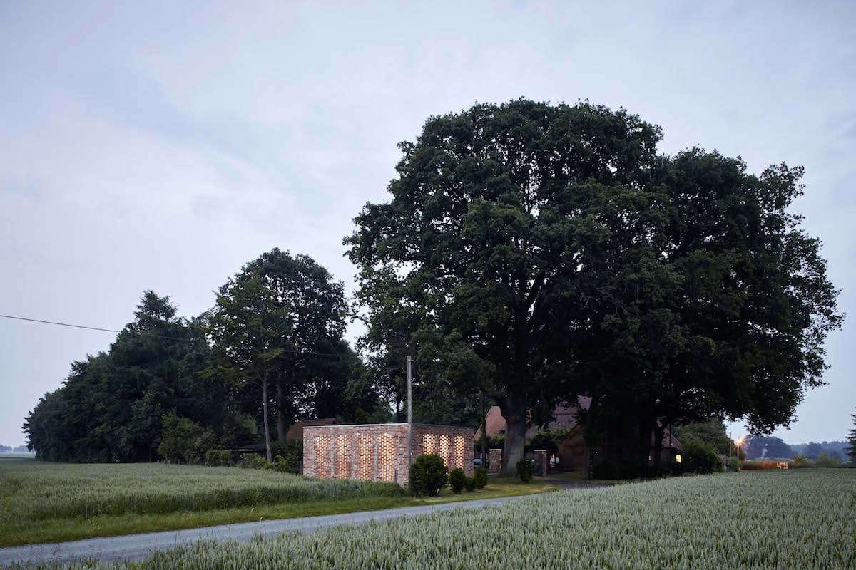 Wirth-Architects-Brick-Garage-Gardenista-13