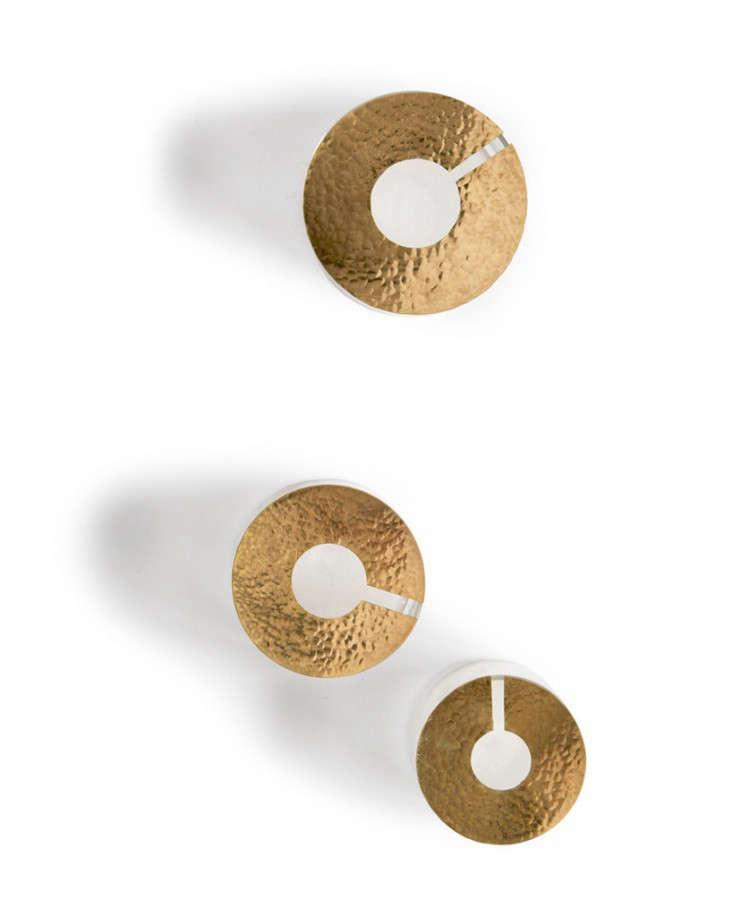 brass-lidded-terrarim-gardenista-1-5-733x916