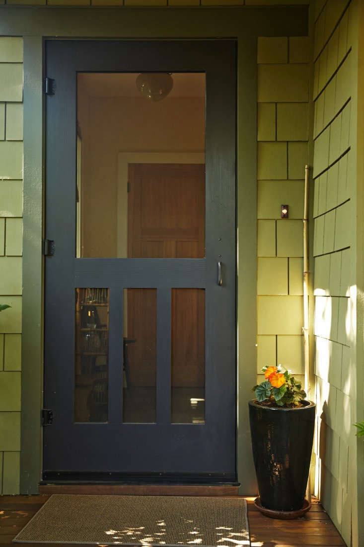 Linda&#8\2\17;s front door is guarded by a begonia in bloom. Until those granddaughters arrive.