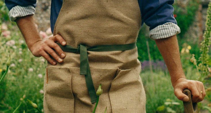 garden-apron-jute-gardenista