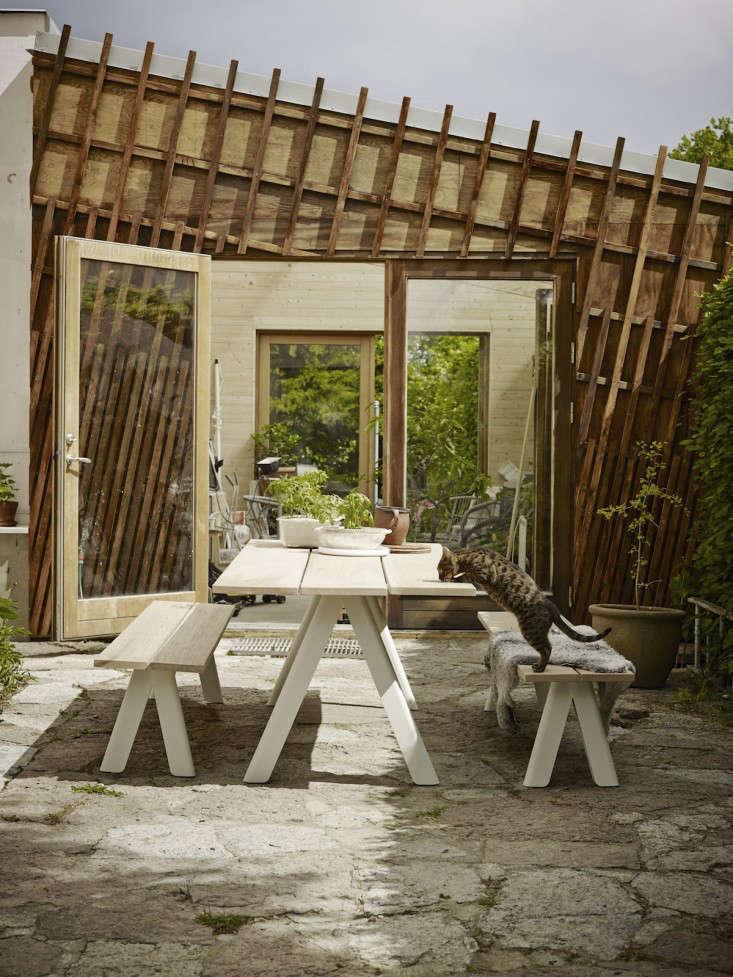 outdoor-furniture-overlap-table-gardenista