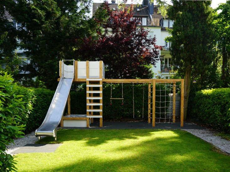 swing-set-backyard-play-structure-gardenista-1